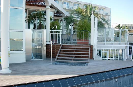 Terrasse tour de piscine au Mercure Royan
